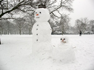 Snow-people_in_Greenwich_Park_-_geograph.org.uk_-_1144963