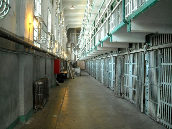 Alcatraz_-_Inside_the_Main_Cellhouse_(4409974876)